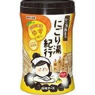 Увлажняющая соль для ванны Hakugen Earth Банное путешествие с восстанавливающим эффектом (с ароматом кипариса), банка 600 гр
