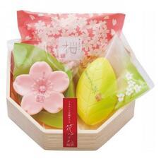 """Master Soap Подарочные наборы """"Цветы и травы"""" (80g*1, 50g*1, 43g*1)"""