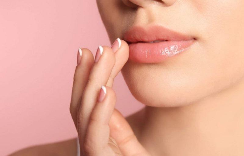 Какие средства помогают ухаживать за губами?